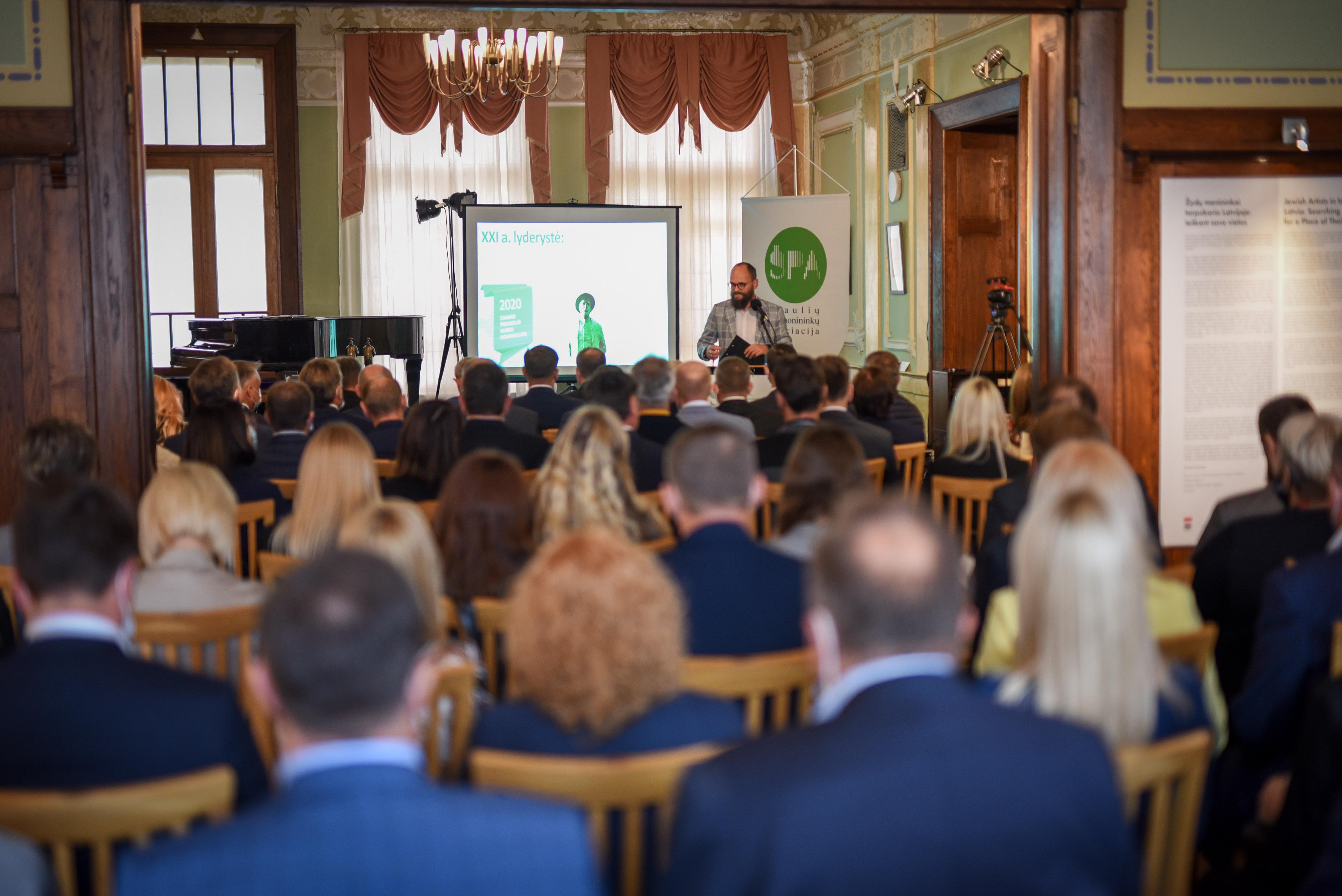 """Ch. Frenkelio konferencijos """"XXI a. Lyderystė: kokie iššūkiai 2020-aisiais ir po jų"""" metu buvo apdovanoti nusipelnę pramonei asmenys"""